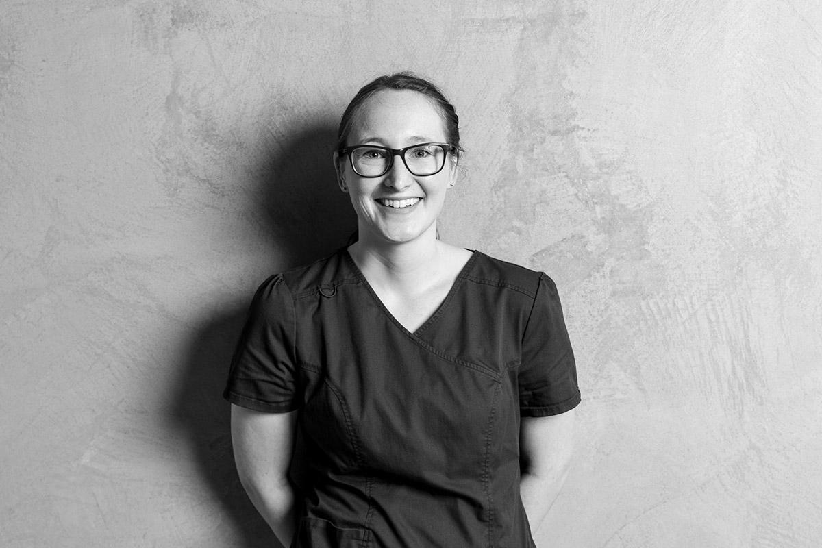 Elena Wörner im Team von Kern Steck Implantologie und Dentalchirurgie