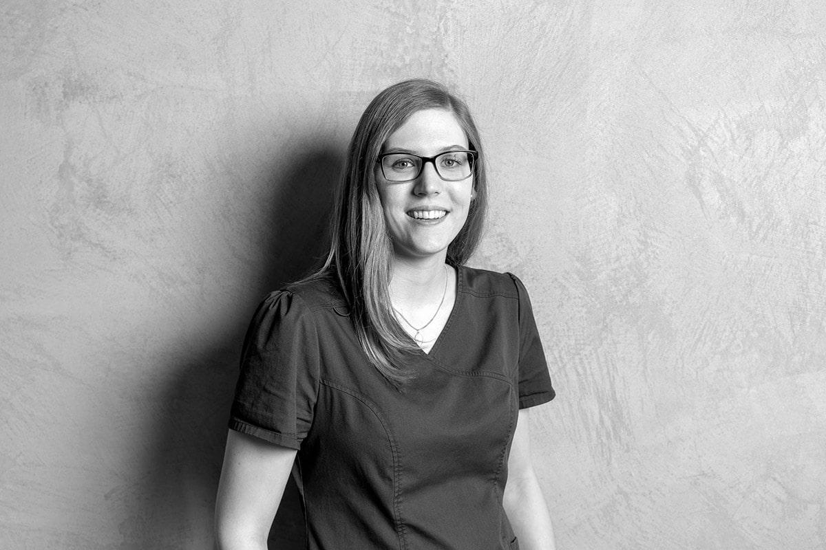 Sophie Hofacker im Team von Kern Steck Implantologie und Dentalchirurgie